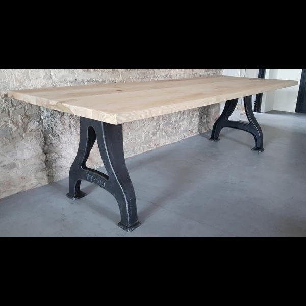 Industrie Design Tisch - Gusseisen Beine & Eschenholz Tischplatte, ca. 4,5cm IND602