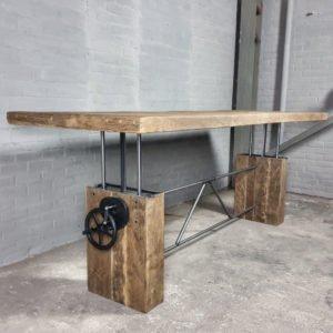 Höhenverstellbare Tisch aus Sonnenverbrannte Altholz Eiche