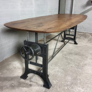 Höhe verstellbare Tisch mit Olvaler Tischplatte aus Amerikanischem Nussbaumholz