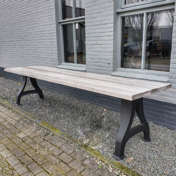Industrie Design Gartentisch mit Beine aus Gusseisen, Tischplatte aus Hartholz Iroko Außen Tisch - T10
