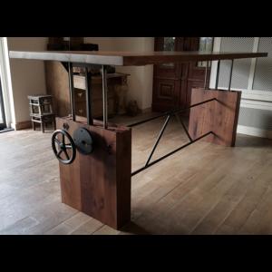 Höhenverstellbare Tisch aus Nussbaumholz DT07