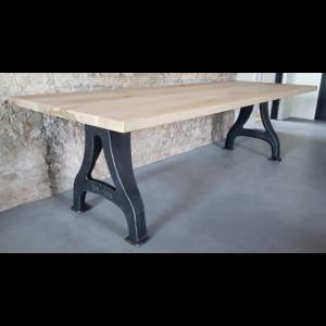 Industrie Design Tisch - Gusseisen Beine & Eschenholz Tischplatte, ca. 4,5cm - DT18