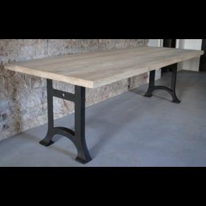 Industrie Design Tisch mit Rustikal Eiche Tischplatte DT08