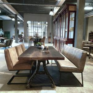 Industrie Design Tisch - Alte Gusseisen Beine & Tischplatte aus Altholz Eiche Weinpress Boden IND660