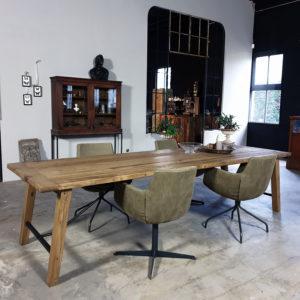 Tisch Bato hergestellt aus Altholz Eiche und Stahl Z005