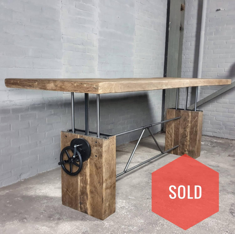 Höhenverstellbare Tisch aus Sonnenverbrannter Altholz Eiche