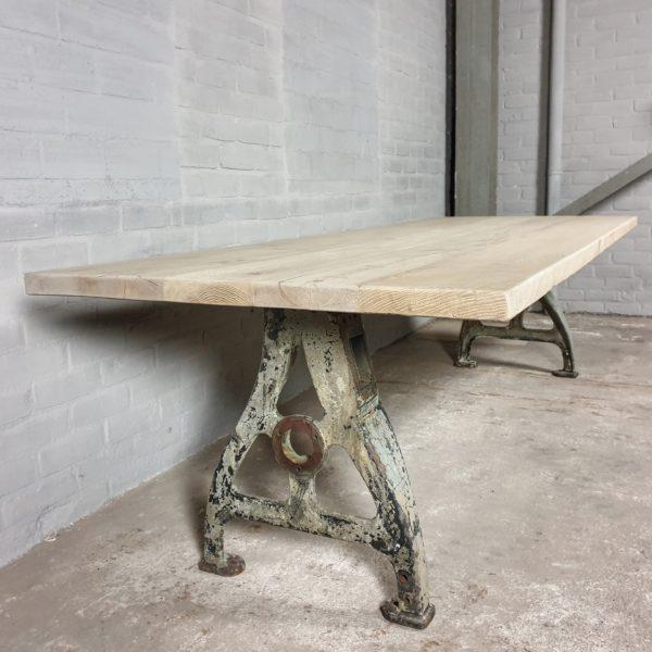 Tisch Industrie design - Altholz Eiche Gebleicht - Alte Gusseiserne Beine - IND705
