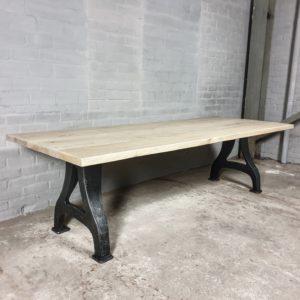 Tisch Industrie design - Altholz Eiche Gebleicht - Gusseiserne Beine - IND704