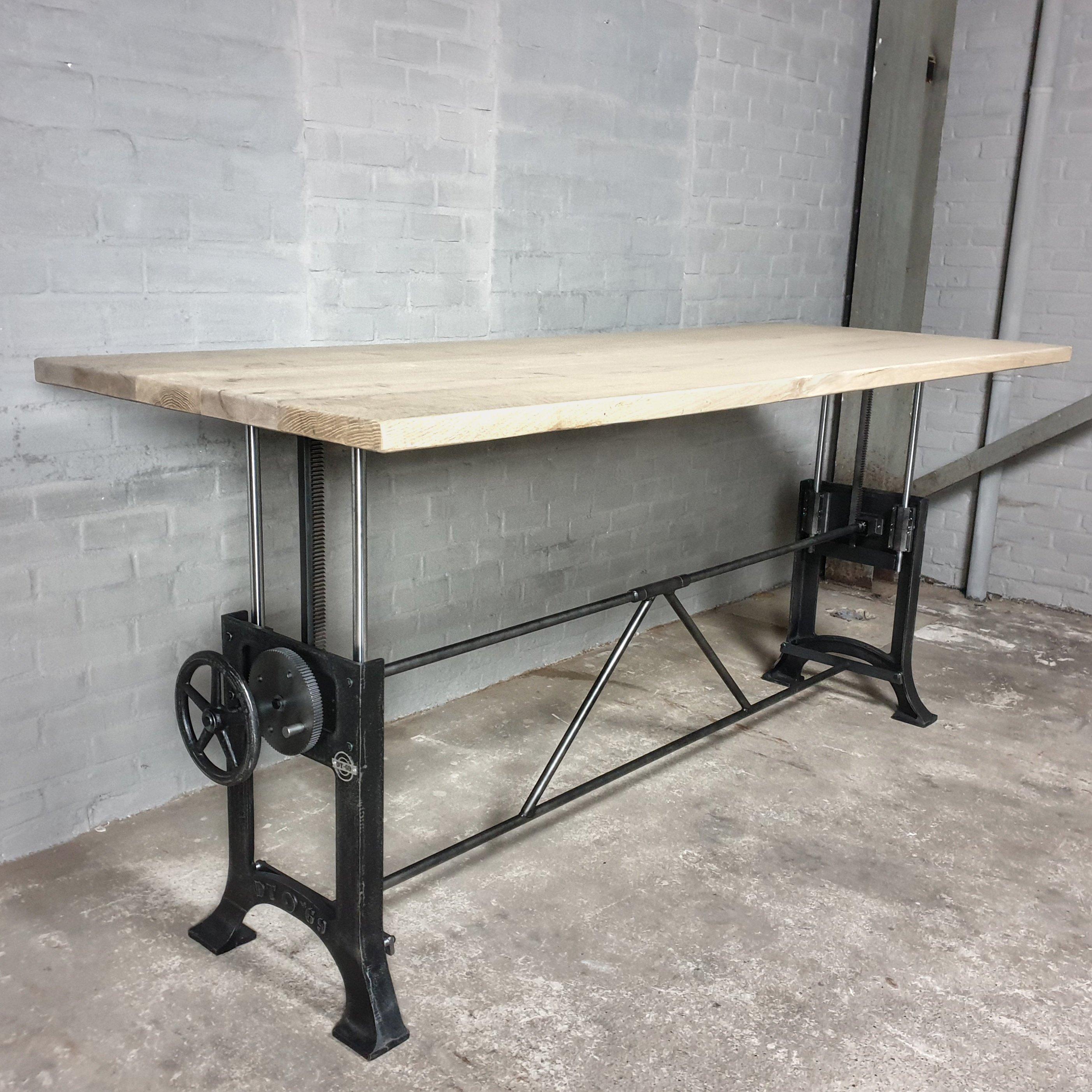 Höhenverstellbare vintage Tisch Altholz Eiche Gebleicht