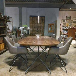 Ovaler Tisch aus amerikanischem Nussbaumholz, Tischgestell aus Stahl - IND716