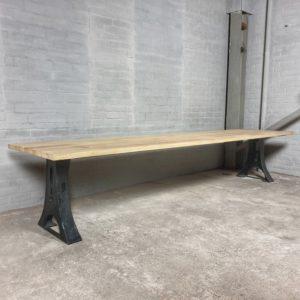 Industrie Design Gartentisch mit Beine aus Gusseisen, Tischplatte aus Hartholz Iroko - T04