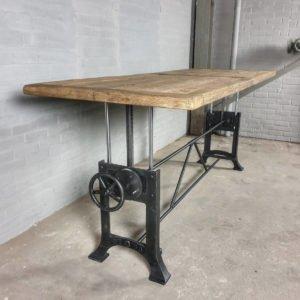 Esstisch höhenverstellbar mit 5 cm sonnenverbrannter Altholz Eiche Tischplatte - Industrie Design