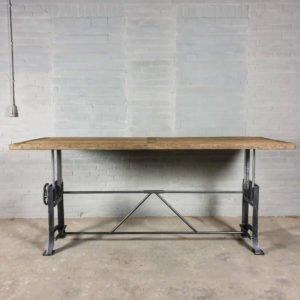 Höhe verstellbare Industrie Design schreibtisch mit 5 cm sonnenverbrannter Eichenholzplatte und Gusseisen Tischgestell