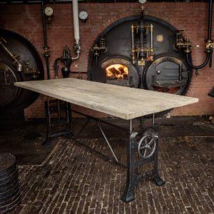 Höhenverstellbarer Industrie Design Tisch - Tischplatte Altholz Eiche - industrial