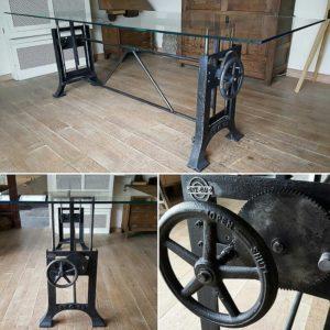 Höhenverstellbarer Tisch - Glasplatte - Industriell