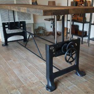 Tisch höhenverstellbar - altes Tischgestell und alte Eiche Tischplatte - Industrie Design