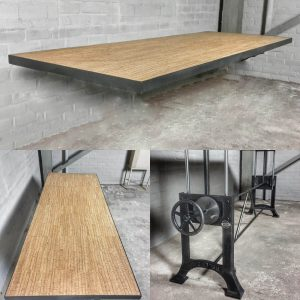 Höhenverstellbarer–Tisch-Gusseisen-Tischgestell-Industrie-Design-Tischplatte-aus-Kork-und-Stahl-IND731