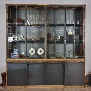 Industrieschrank-altholz-Eiche-mit-Stahl-Schiebetüren-Stahltüren-mit-Glas