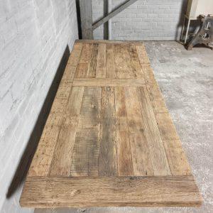 Eiche Esstisch - Tischbeine aus Eisen - TOP046-01
